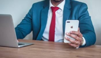 social media at work addict